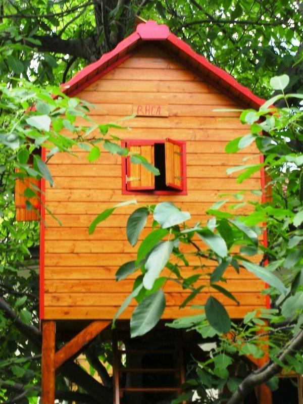 Rhea - the tree playhouse