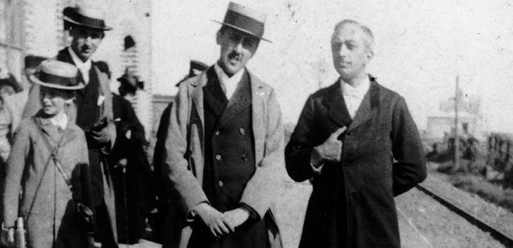 Marcel Proust (au centre), à Cabourg, vers 1896. Doppio/Leemage ; An 2007 article in French.