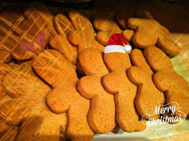 gingerbread man cookies, Holiday, Christmas cookies, sweets, Natale, biscotti di natale, omini di pan pepato, omini di pan di zenzero :)