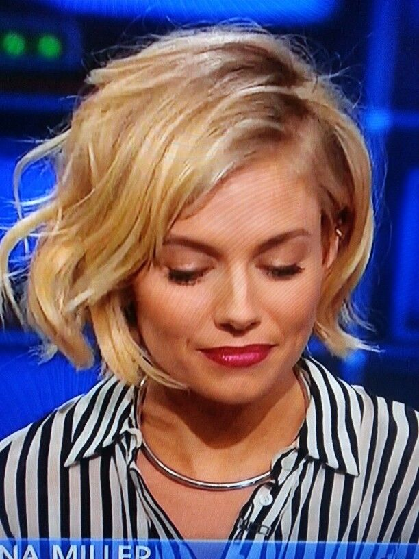 Sienna Miller's cute short wavy bob haircut as seen on Jon Stewart. Jan 2015