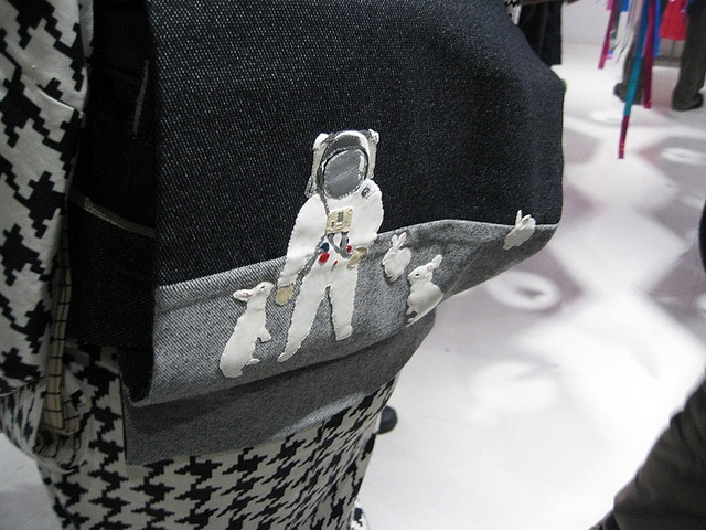 Mamechiyo strikes again-wonderful houndstooth kimono paired with an out-of-this world obi featuring an astronaut making contact with lunar bunnies