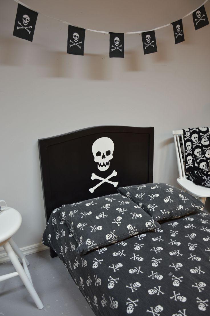 Svart sänggavel