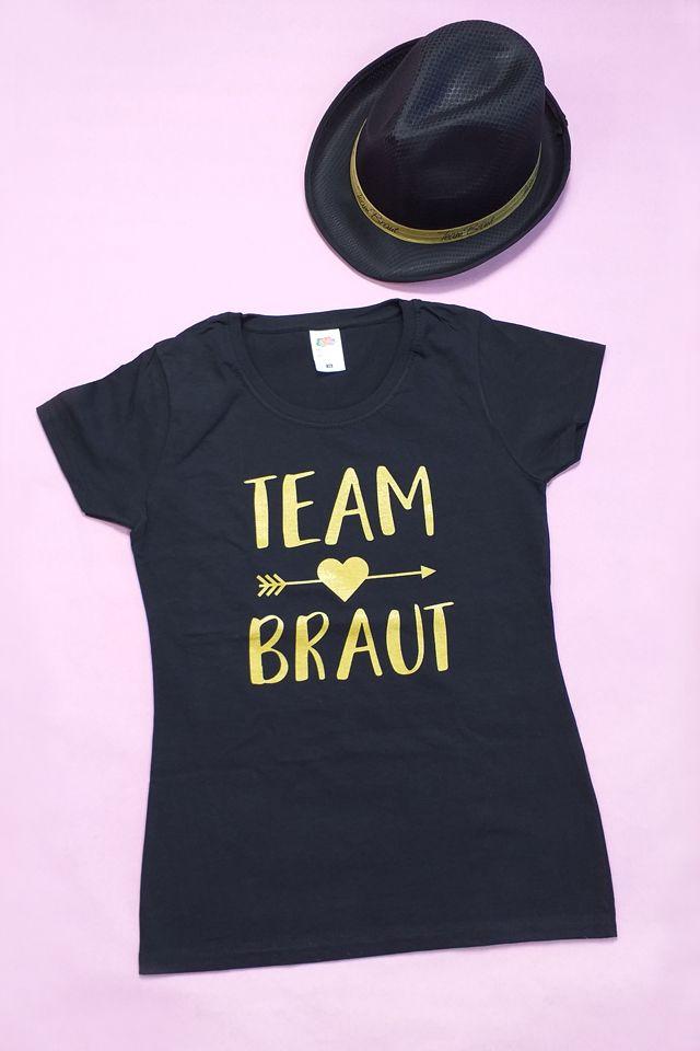 Stylishes JGA Outfit für das Team Bride: Hut mit Team