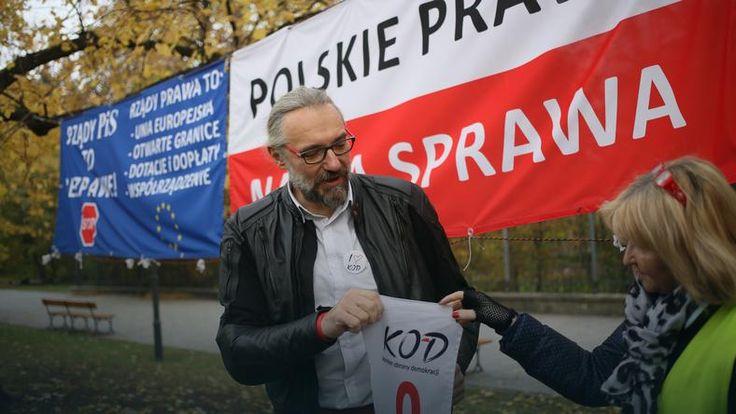 – Nasza demonstracja nie jest przeciwko nikomu nastawiona, zapraszamy wszystkich do udziału, uważamy, że to jest szczególne święto, kiedy wszyscy Polacy powinni współpracować, jednoczyć się, pokazywać, że ważna jest Polska wspólna, budowana przez wszystkich, przy założeniu, że każdy jest inny i że na tej różnorodności powstaje prawdziwa siła i prawdziwa wartość –