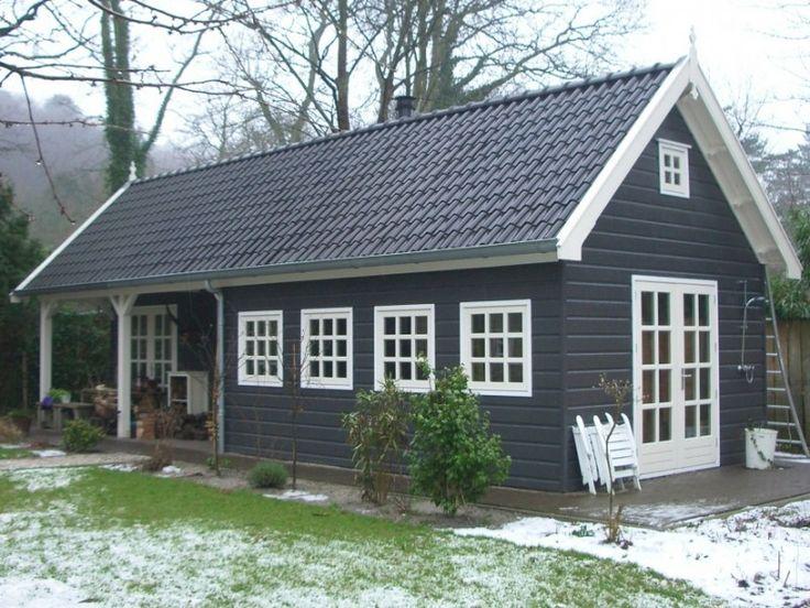 Dit houten tuinhuis biedt opbergruimte, kantoorruimte én een overdekt terras.