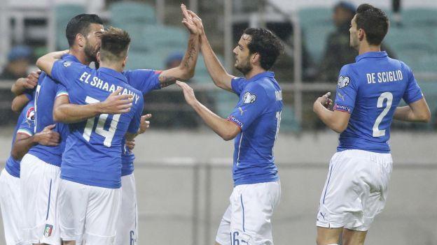 -La selección italiana consiguió su clasificación matemática para la Eurocopa de Francia-2016, tras imponerse como visitante por 3-1 a Azerbaiyán, este sábado en la penúltima jornada del grupo H de las eliminatorias. Octubre 10, 2015.