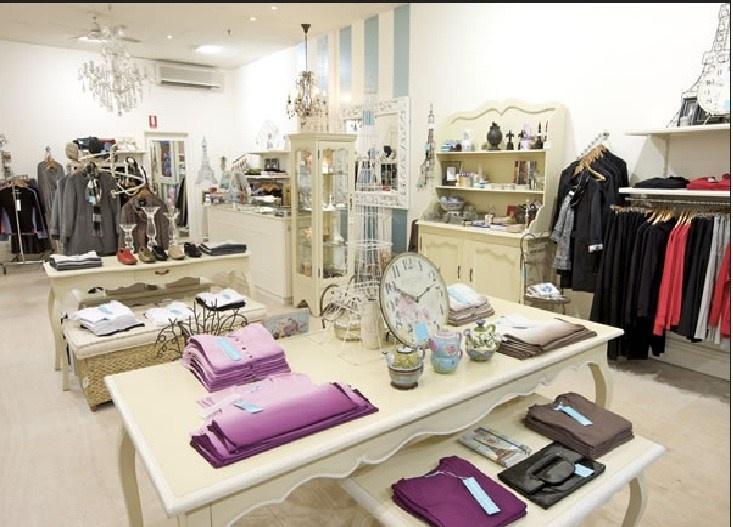 131 best images about boutique on pinterest shops purse for Boutique decoration