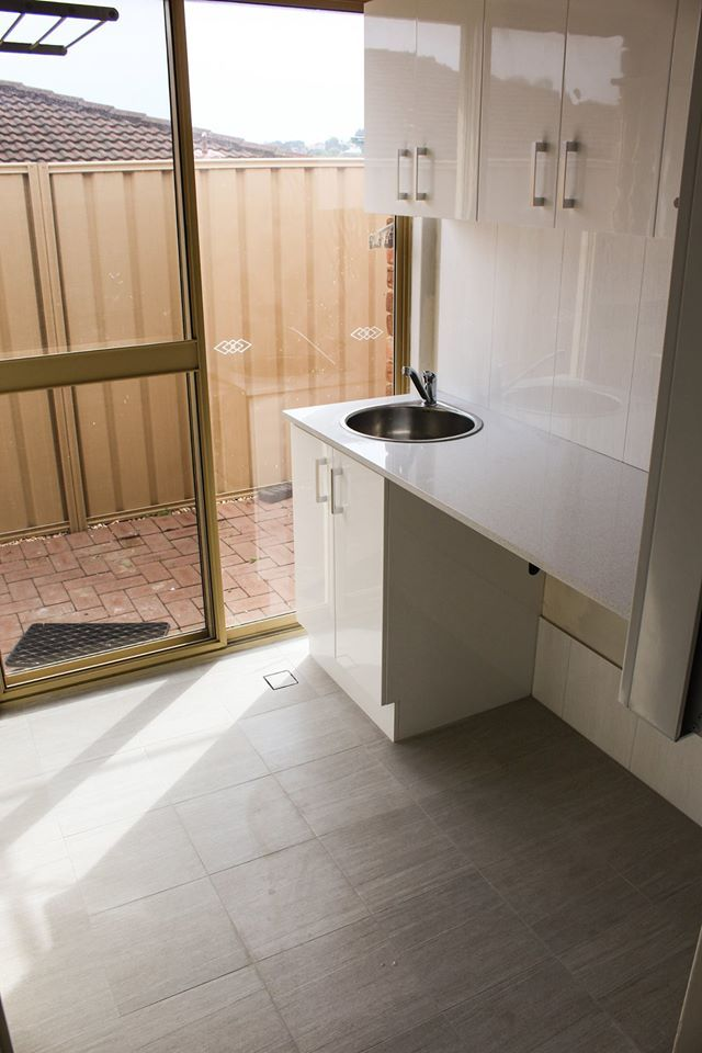 Ice White Engineered Top With Gloss White Cupboards. Laundry Idea - Laundry Tops - Laundry Cupboards - Laundry Ideas - Laundry Sink - Laundries - Laundry Renovation   Bathroom Renovations Murdoch