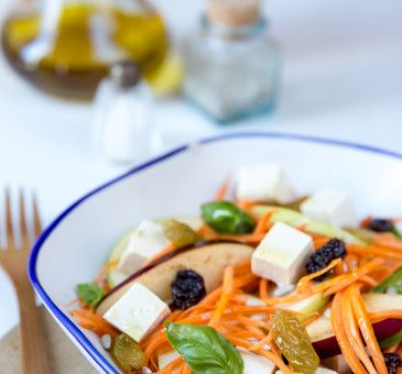 Insalata di mele fresca con quartirolo e uva  #girasole #seeds #semi  #uva #grapes #insalata #salad #food #wellness