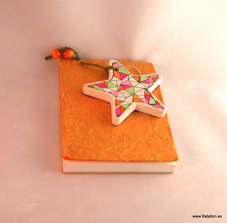 Libreta de apuntes decorada a mano