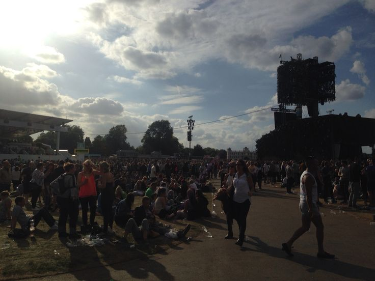 Waiting for Kylie Minogue :)
