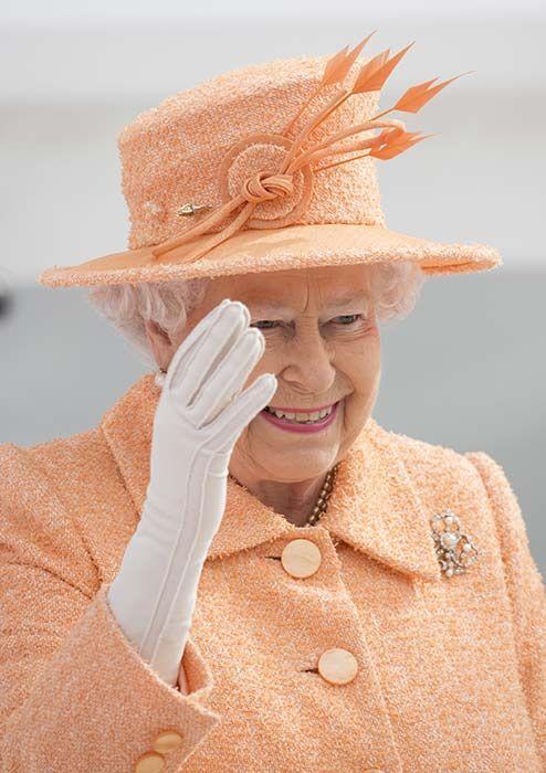 Queen pretty in peach as she names new cruise ship - Photo 2 | Celebrity news in hellomagazine.com