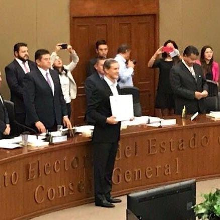 Recibe Alfredo del Mazo constancia de mayoría es -oficialmente- el ganador de la contienda para elegir gobernador del Estado de México esto conforme al cómputo final que realizó en sesión permanente el Instituto Electoral estatal.