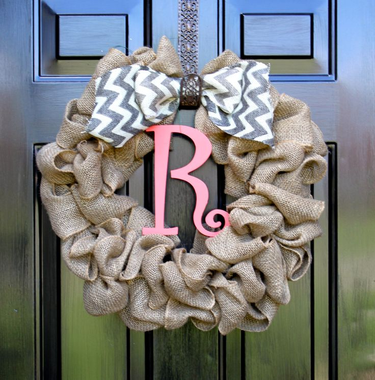 I COULD SO MAKE THIS!!! Could easily switch out bow and letter to diff colors to match season!