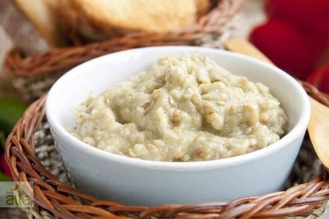 Patl�canl� sos tarifi... �zellikle et yemeklerinizin yan�nda servis edebilece�iniz harika bir sos! http://www.hurriyetaile.com/yemek-tarifleri/sos-tarifleri/patlicanli-sos-tarifi_2857.html