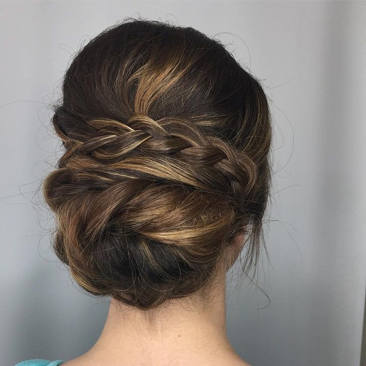Beautiful low updo hairstyle for romantic brides #weddinghair #hairstyles #bridalhair