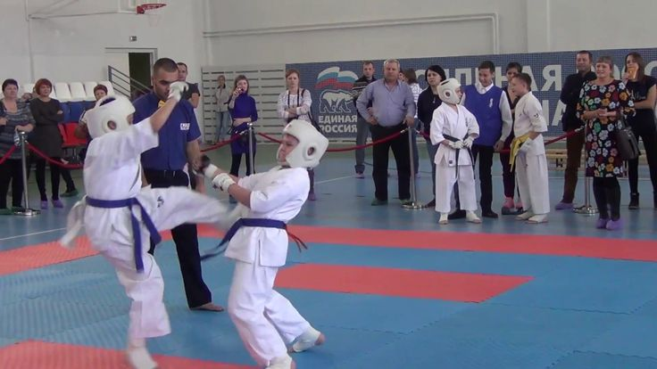 Карате двойной удар по голове ногой бой 87 Каратэ дети . Детское карате....