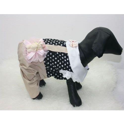 Salopette pantalone beige con camicetta nera a poi bianchi e fiocco cucito a lato e papillon applicato sul colletto.  Lunghezzaabito da calcolare dal collo all'attaccatura della coda