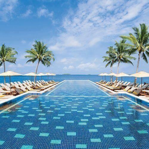 M s de 25 ideas incre bles sobre piscina de borde infinito for Piscinas de monzon