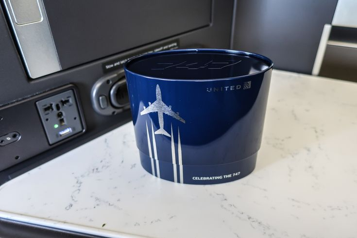Amenity Kits - Polaris Business Class United Airlines Photo: Calvin Wood