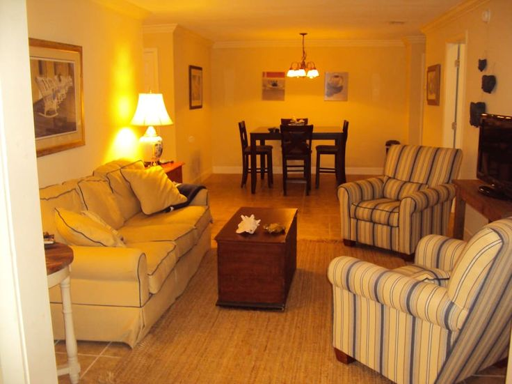 Apartment in St Simons, United States. The pool is newly renovated as well as the tennis courts.  Fully Furnished 2-bedroom, 2-bath Island Retreat condominium. Centrally located gated community, ISLAND RETREAT is convenient to many shops and restaurants on St Simons Island and a bike r...