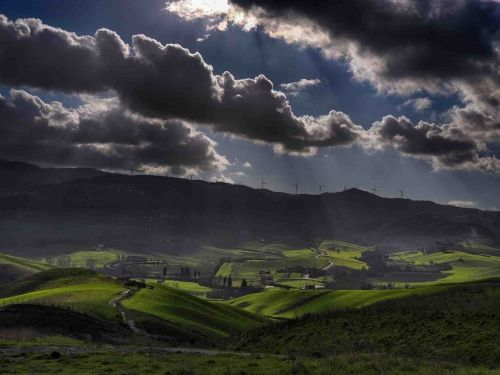 Luce sulle colline di Terricciola è uno scatto fotografico realizzato da Paolo Garzella, e raffigura la splendida campagna toscana nelle vicinanze di Terricciola - from 215€