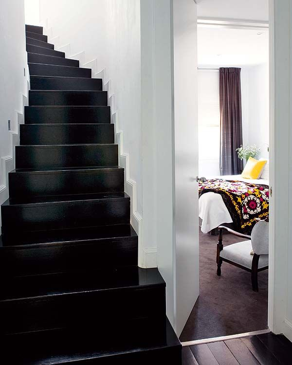glossy blackDecor, Ideas, Black Stairs, Black Staircases, Painting Stairs, Black White, Design, Black Wall, White Wall