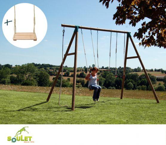 Portique bois Soulet GALDAR composé d'une balançoire, d'un trapèze, d'une paire d'anneaux et d'une corde lisse. Balançoire supplémentaire offerte !