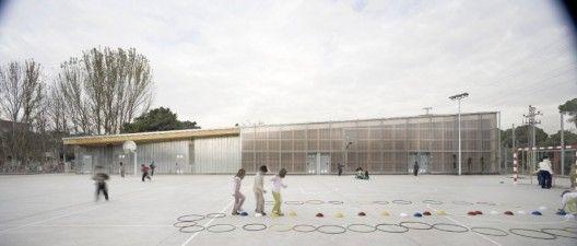 School Gym 704 / H Arquitectes