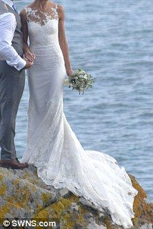 Wildlife presenter Steve Backshall passionately kisses his beautiful new bride Olympian Helen Glover on romantic hilltop setting in Cornwall | Daily Mail Online