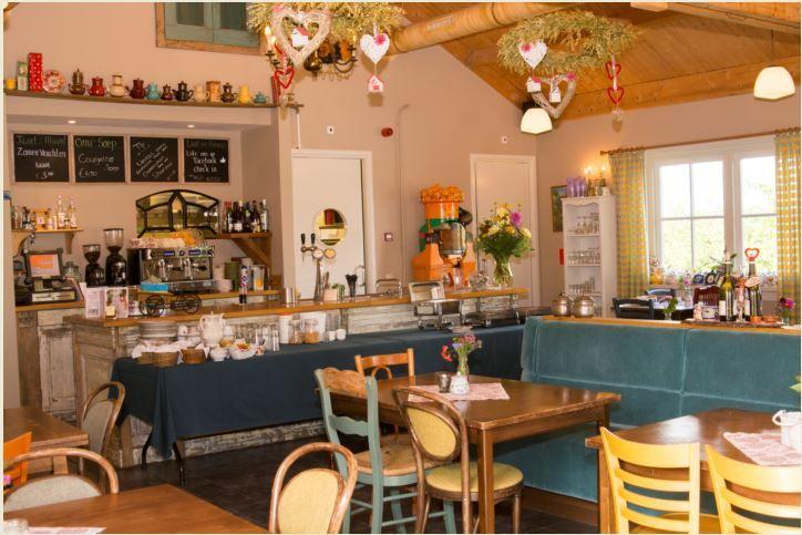 Ons Sfeervolle Theehuis waar u kunt genieten van heerlijke huisgemaakte lekkernijen.