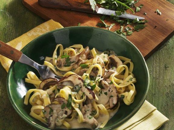 Probieren Sie die leckere Pasta mit Steinpilzsauce von EAT SMARTER oder eines unserer anderen gesunden Rezepte!