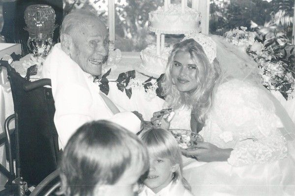 Anna Nicole Smith Weds J. Howard Marshall