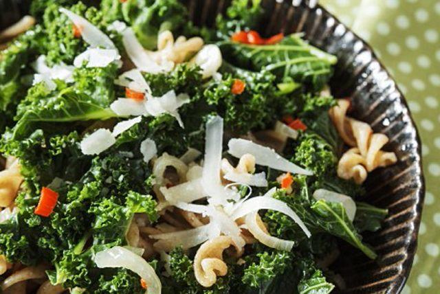 Vous cherchez une nouvelle recette de pâtes? Essayez ce plat végétarien rustique! Savoureux à souhait, il est facile comme tout à préparer.