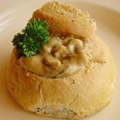 Kalfsragout: Met mals kalfsvlees, verse champignons, prei, ui en knolselderij.