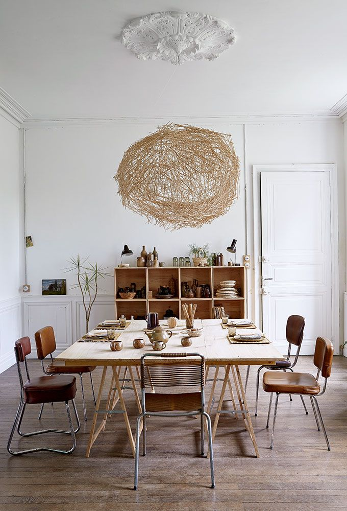 salle à manger avec des chaises en récup