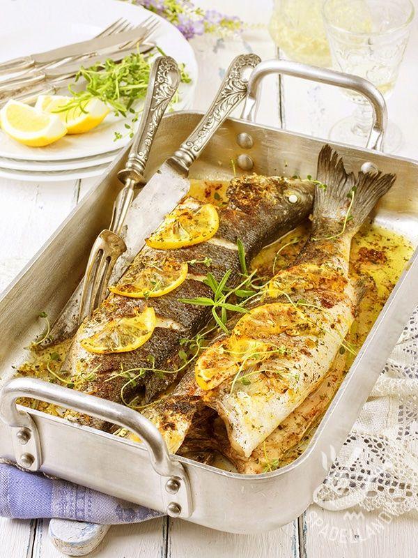 Il Branzino al limone è un classico piatto di mare, dai sapori semplici e genuini, che si sposa perfettamente con un contorno di verdure fresche!