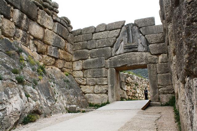 Impressive entrance of #Mycenae.