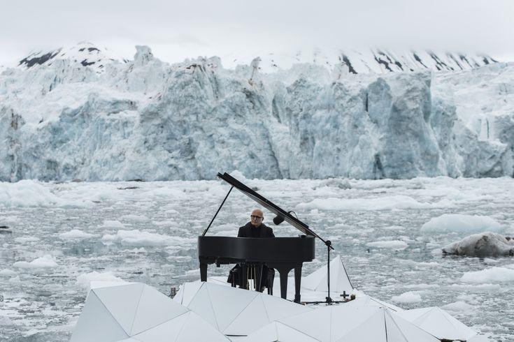 Il pianista e compositore italiano Ludovico Einaudi ha girato un video a favore della campagna di Greenpeace per la difesa dell'Artico, con l'intento di unirsi alla campagna di sensibilizzare per l'ambiente e combattere l'inquinamento. Il pianista ha aggiunto la sua voce ...