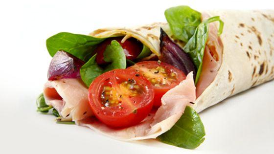 Śniadanie: Tortilla z szynką i warzywami