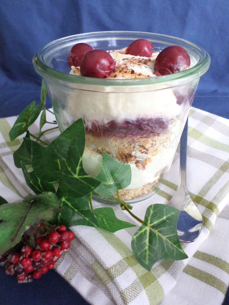 Dessert with curd and sour cherries |  Quarkdessert mit Sauerkirschen