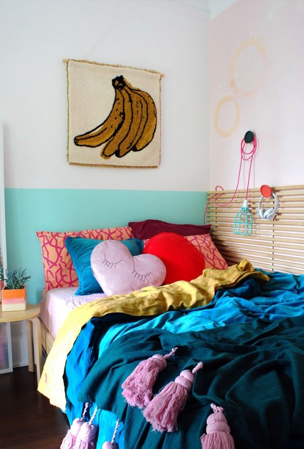 A tiny bedroom makeover for a teen girl. How to create a teen retreat in a small space.