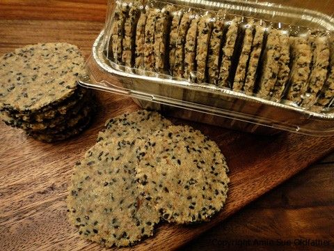Black sesame wasabi raw crackers repinned from Noveau Raw