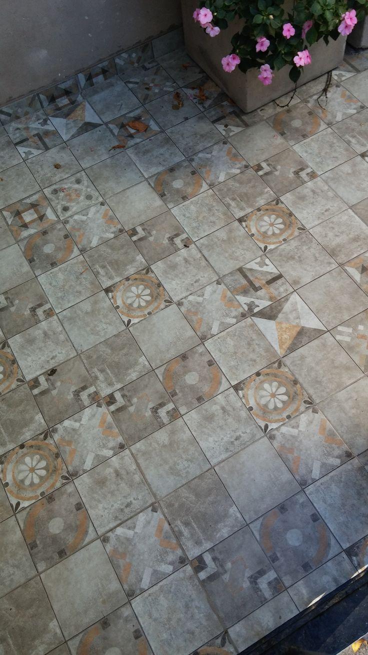 Piso patio mix gris 45x45 casa interiores pisos for Decoracion hogar gris