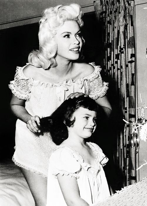 Jayne Mansfield and his daughter jayne marie ( 1950s.)