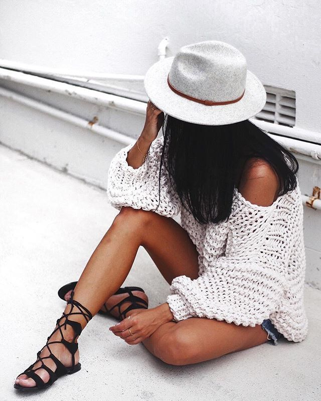 Knit & lace up sandals.