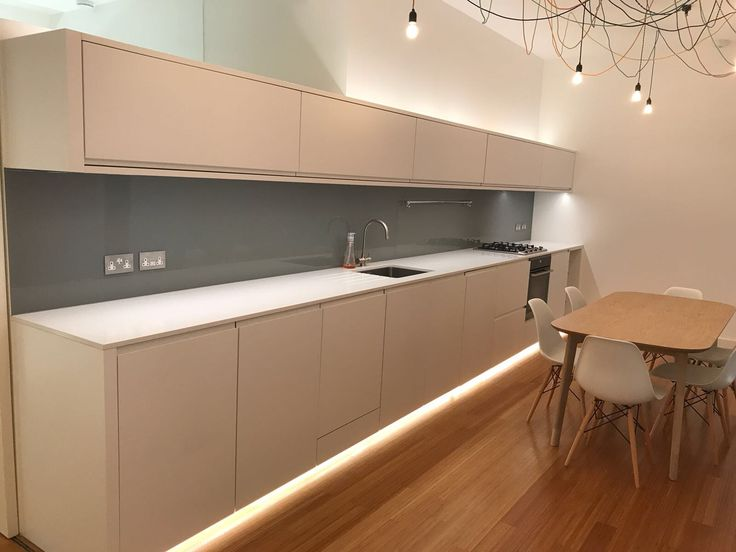 More coloured glass splashbacks as a nice finish to a modern kitchen.  https://londonglasscentre.net