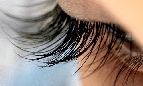 Strengthen and make eye lashes grow natural