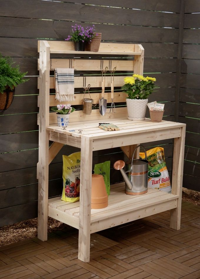 Pallets look adorable in gardens or patios. Their natural color and originality makes pallet furniture remarkably unique and artistic. Here in this DIY project you can create a charismatic pallet potting bench that could also serve as a beautiful console table or craft desk.