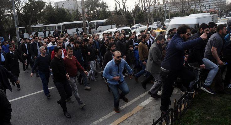 Sputnik Türkiye ///  İstanbul Emniyeti önünde Hizb-ut Tahrir gerginliği